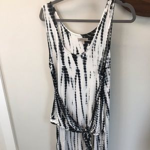 Trendy tie dye maxi dress with front knot.